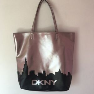DNKY large tote 15x17x4.5 blk NY skyline on bronze